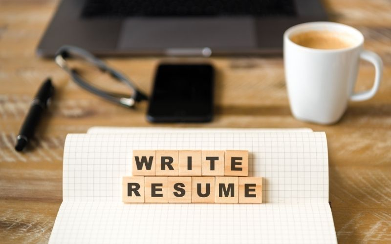 Make a suitable resume for Canada
